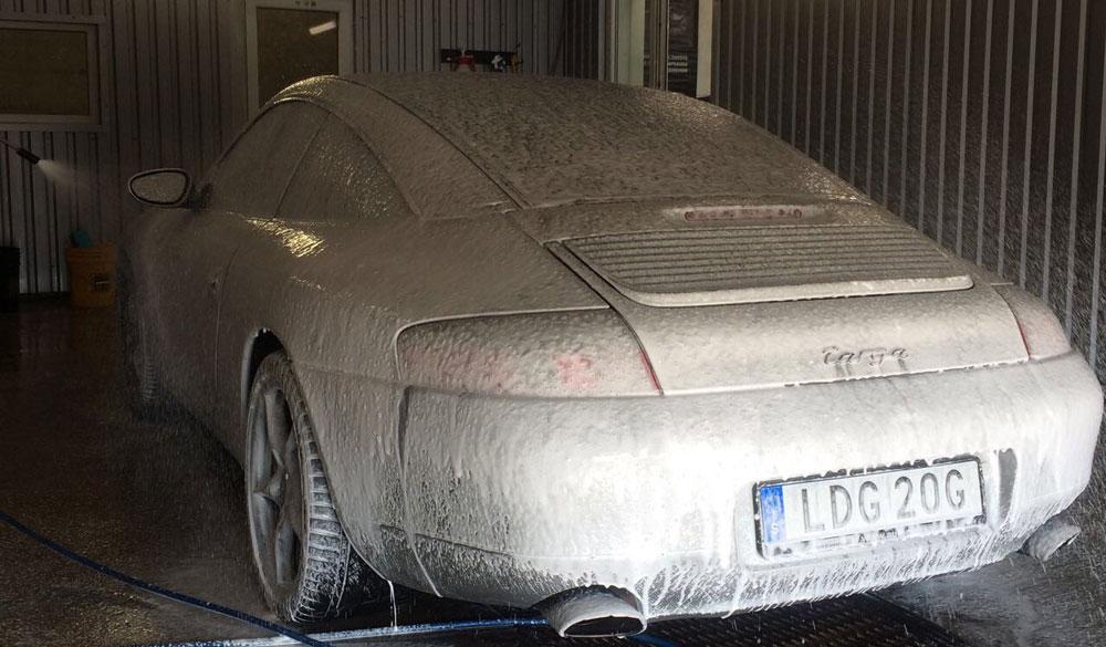Automobilio plovimas su sausinimu